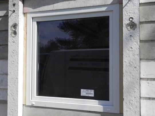 Auch die Fenster bekamen ein Holzfutter.