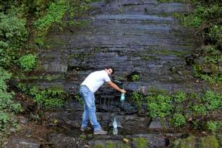 Até aproveitamos para repor o nosso reservatório de água