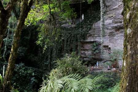 Um imenso paredão na gruta