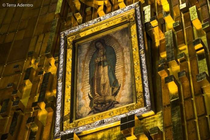 A imagem original de Nossa Senhora de Guadalupe que, segundo a crença Católica, apareceu nas vestes do índio Juan Diego