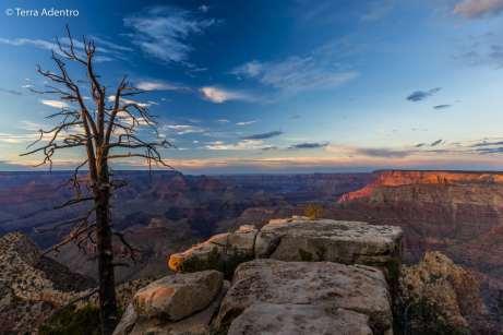 Um fim de tarde mágico às margens do Grand Canyon