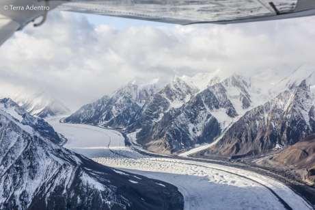 Rios congelados que escorrem dos glaciares