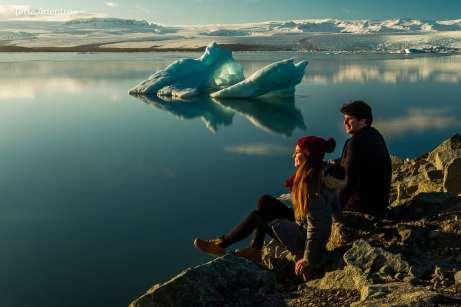 Contemplando a estonteante Lagoa Jökulsarlón