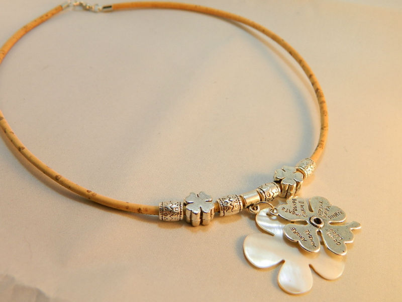 TerraCasca Handmade Cork Necklace With Shell And Alloy