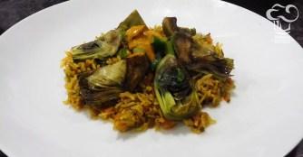 Arroz pilaf con espárragos y alcachofas