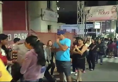 Muita gente madrugou em Pouso Alegre para aproveitar promoções da Black Friday