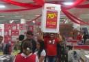 Loja faz promoção e consumidores aproveitam para mobiliar casa