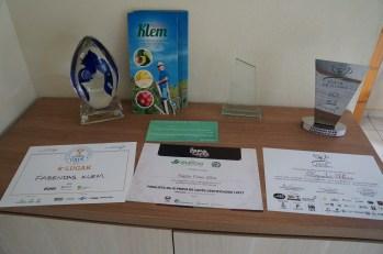 Alguns prêmios, sinais da alta qualidade.