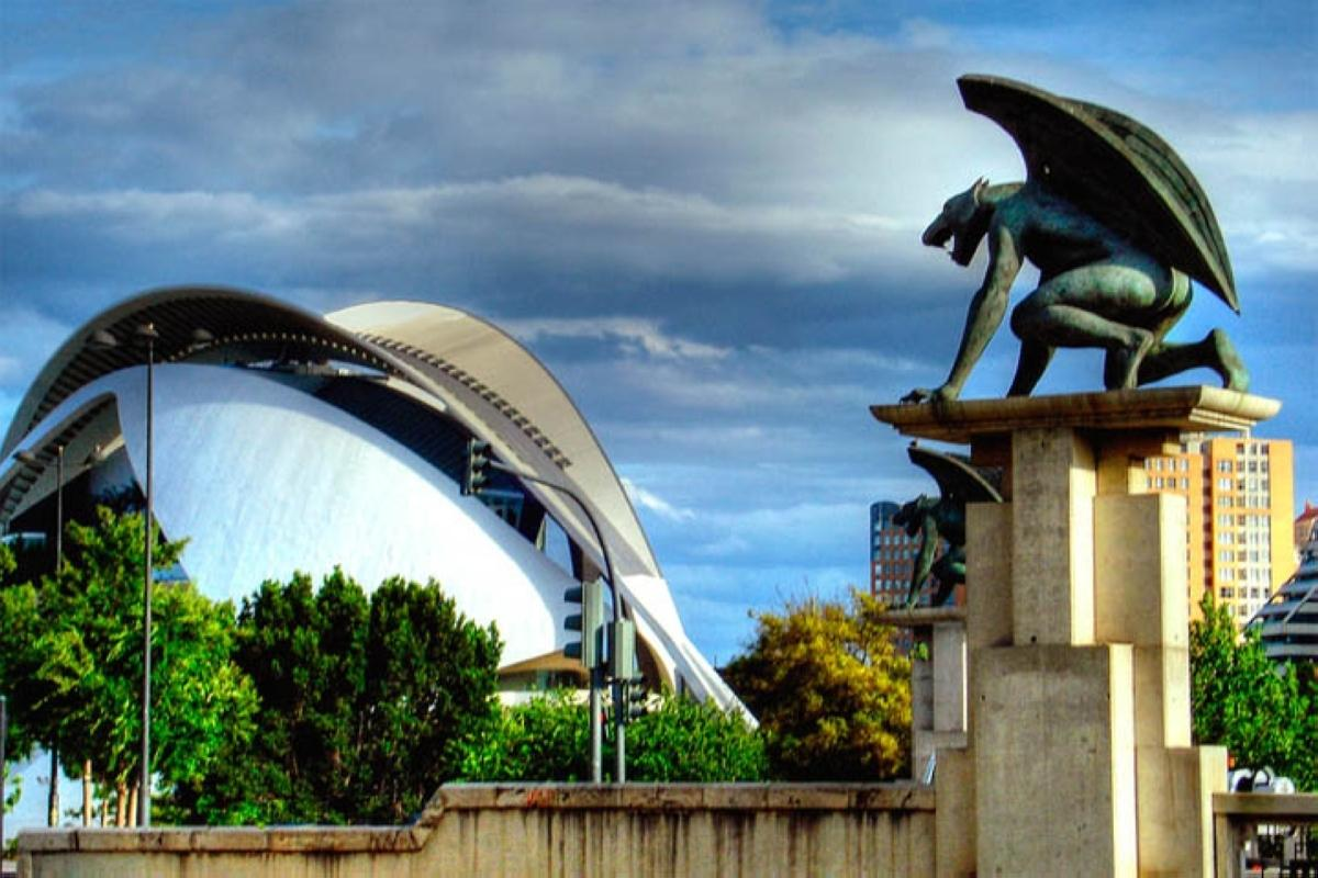 gargoyles-at-the-concert-hall-in-valencia-spain