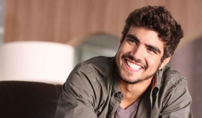 Com o final do seu contrato com a Globo após o fim da novela Novo Mundo, o  ator Caio Castro tem aproveitado para experimentar novas aventuras na TV. a5e2d27a86