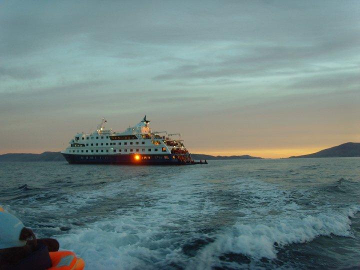 Navigazione tra i fiordi cileni