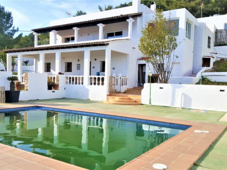 Villa for sale in Ibiza 7 bedrooms area Es Porroig