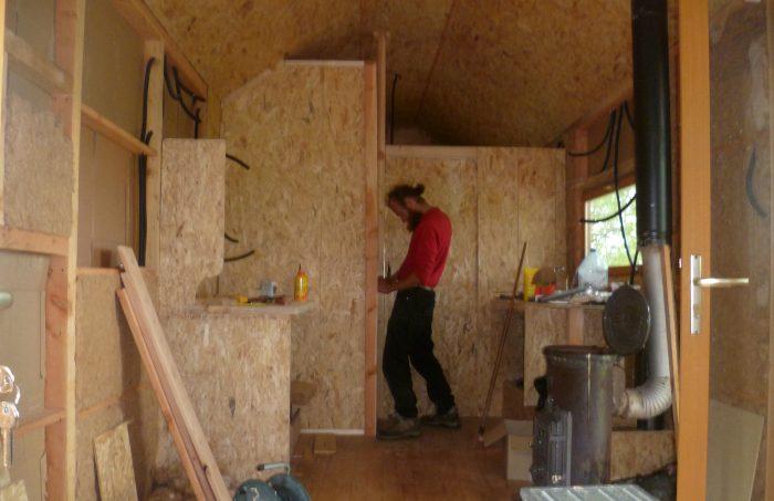 02. Construire sa mini maison : de la charpente aux finitions