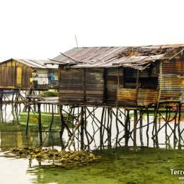 Mercados locales y poblados flotantes