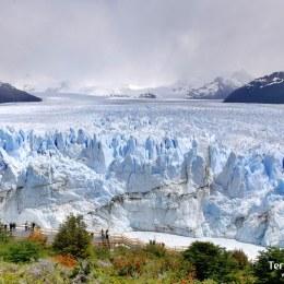 Caminar por el imponente Perito Moreno