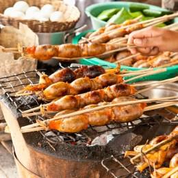 Visitarem la ciutat colonial de Phnom Penh i recorrerem els carrers del mercat central i el mercat rus.