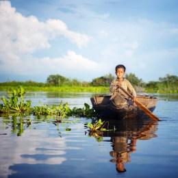 Navegarem pel llac d'aigua dolça més gran del sud-est asiàtic, Tonle Sap, i visitarem alguns dels seus més de 180 poblats flotants.