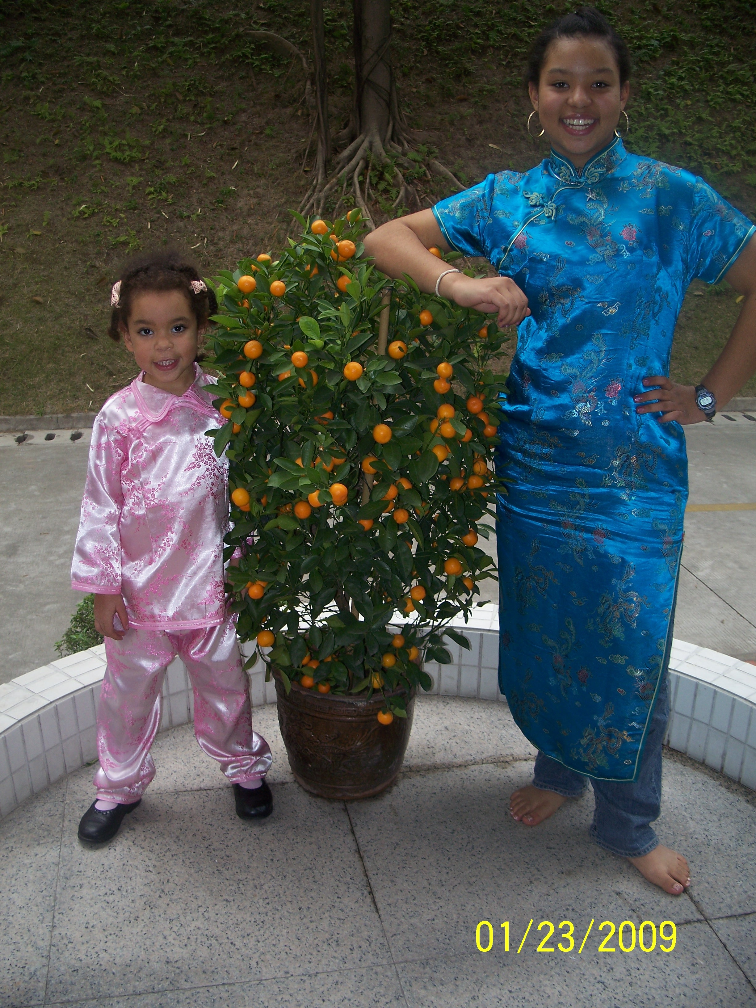 girls-in-chinese-ny-outfits