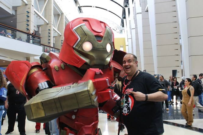 Hulkbuster Iron Man & Dave Fuentes