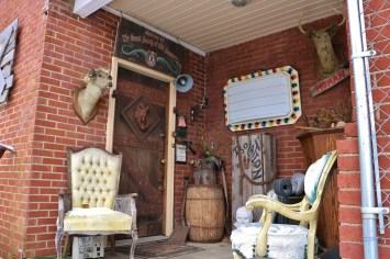 Trundle Manor Entrance 1