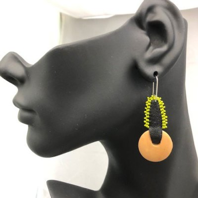 Small Light Wood Earring - Pea Green