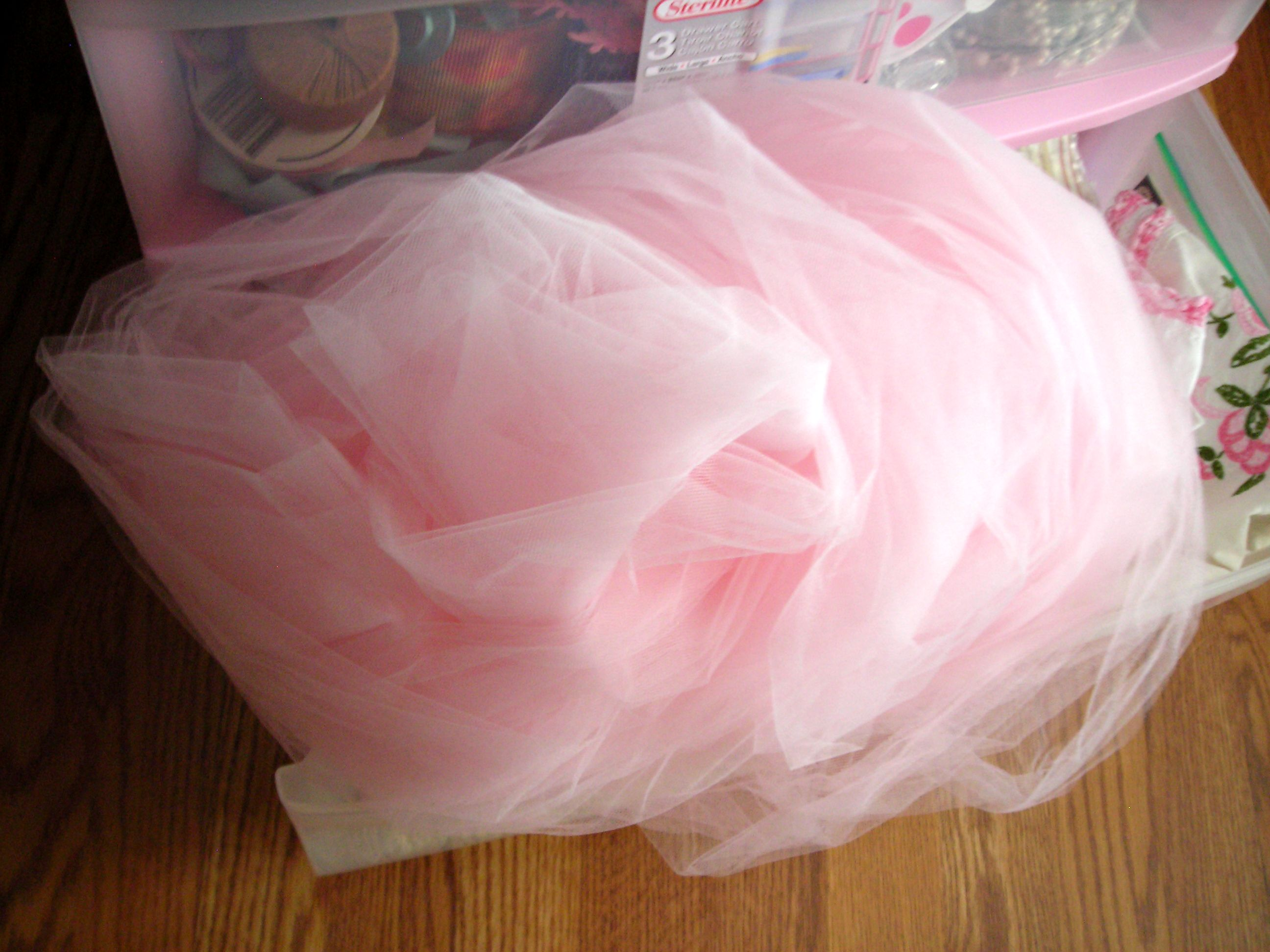 My good friend Jannetta unloaded this heap of gorgeous pink tulle on me recently. WOW!!!!! Thanks, JEB!