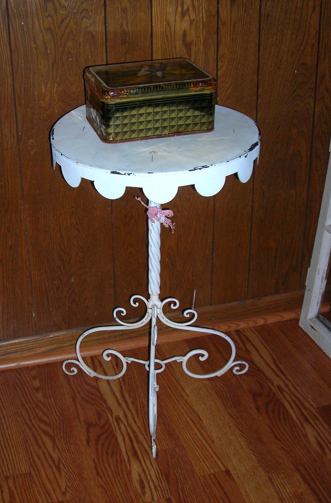 adorable little white table!!