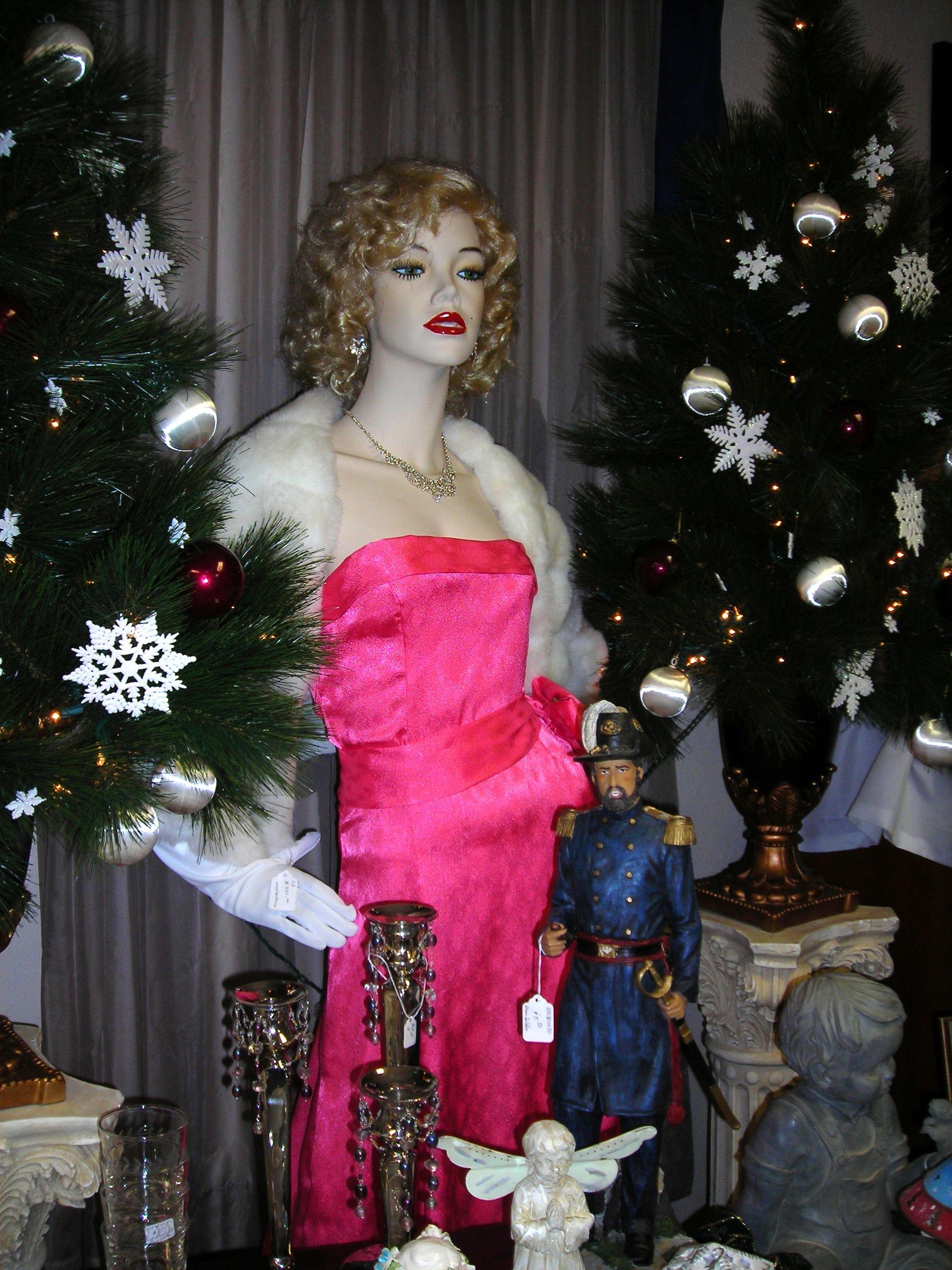 marilyn monroe mannequin inside ruby's