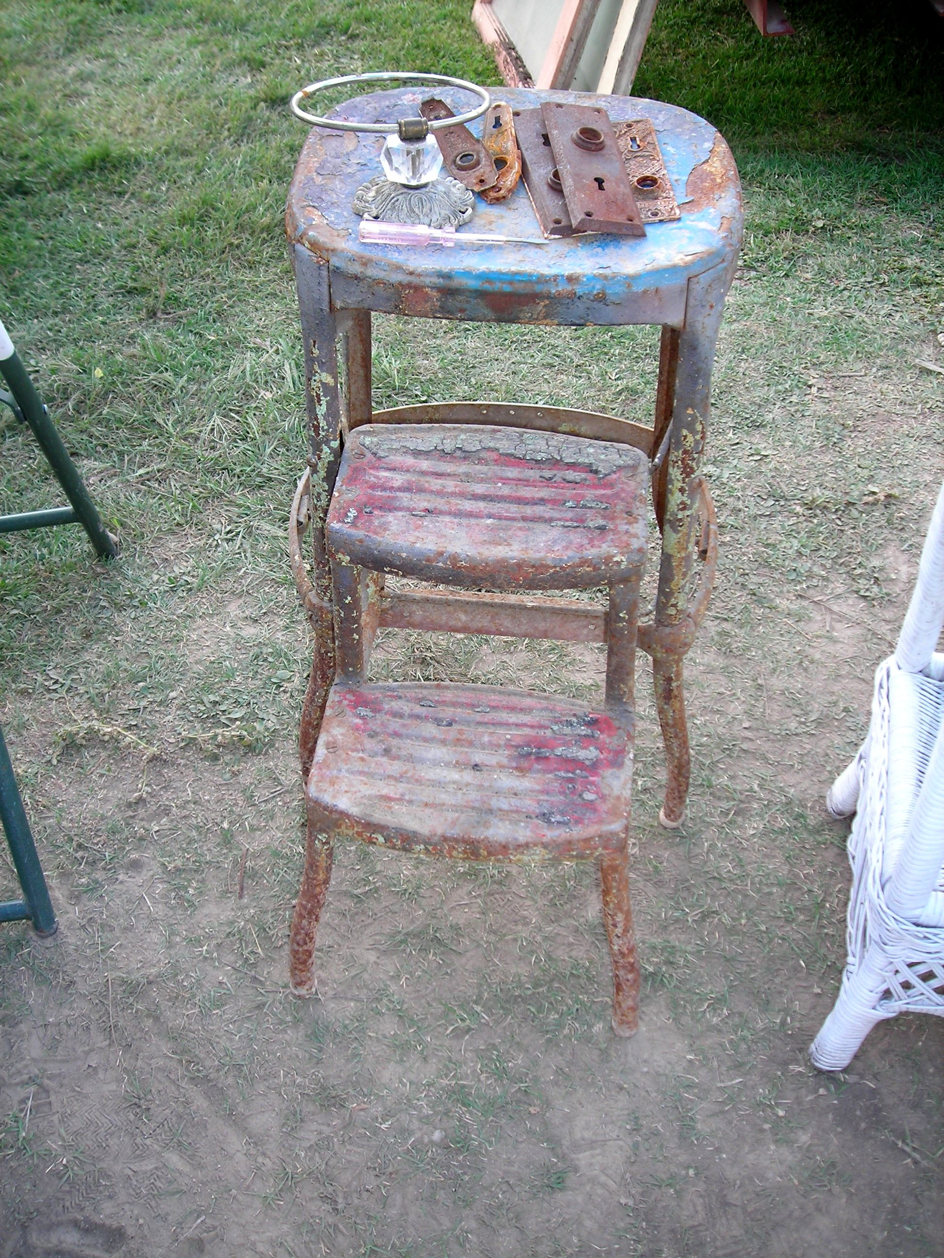 ohmygosh! this antique stepstool is over 100 years old and used to belong to the owner of that house ... and see those AWESOME key hole plates on top? from the historic house also!! all mine for a buck. A BUCK!!!!!
