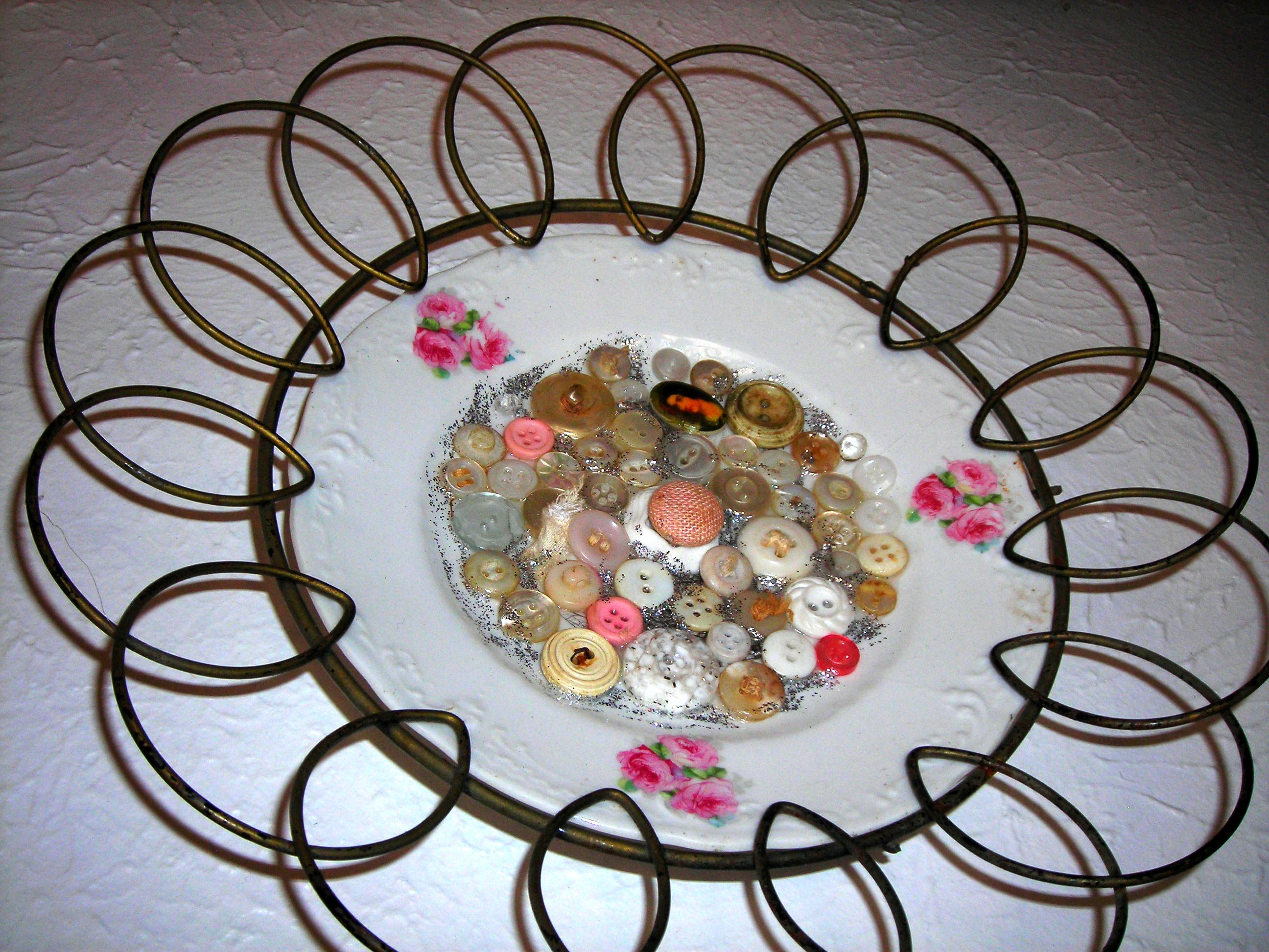 an irresistable little piece i bought for myself, from sue's booth. sweet plate adorned with buttons.
