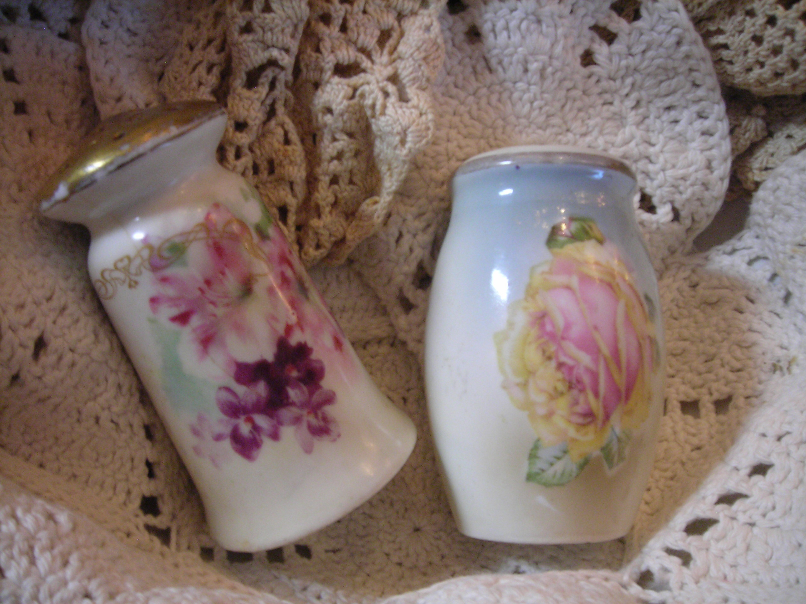 another 'set' of vintage shakers. they don't match, but who bloody cares? they're fabulous!