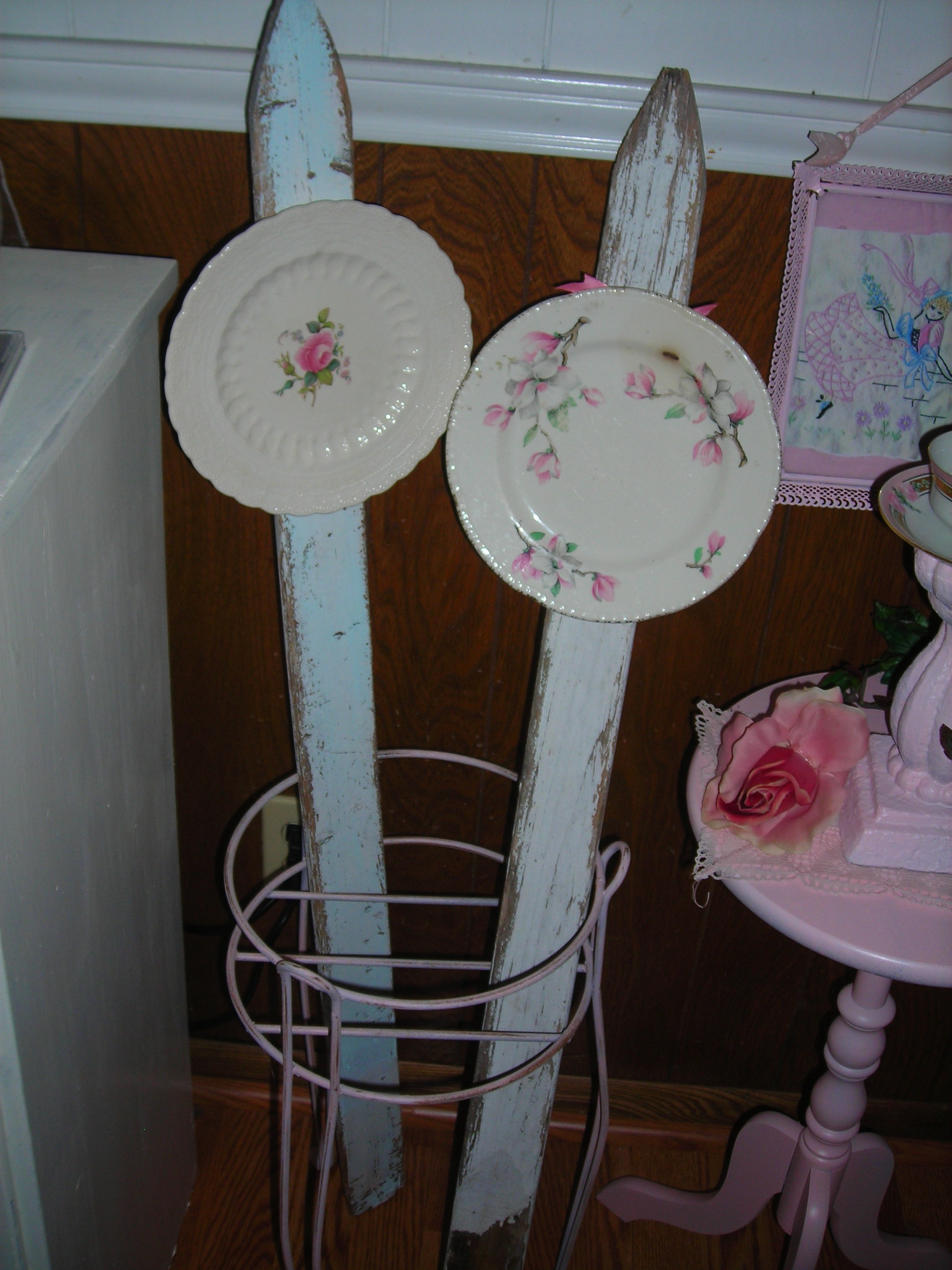garden stakes with plates