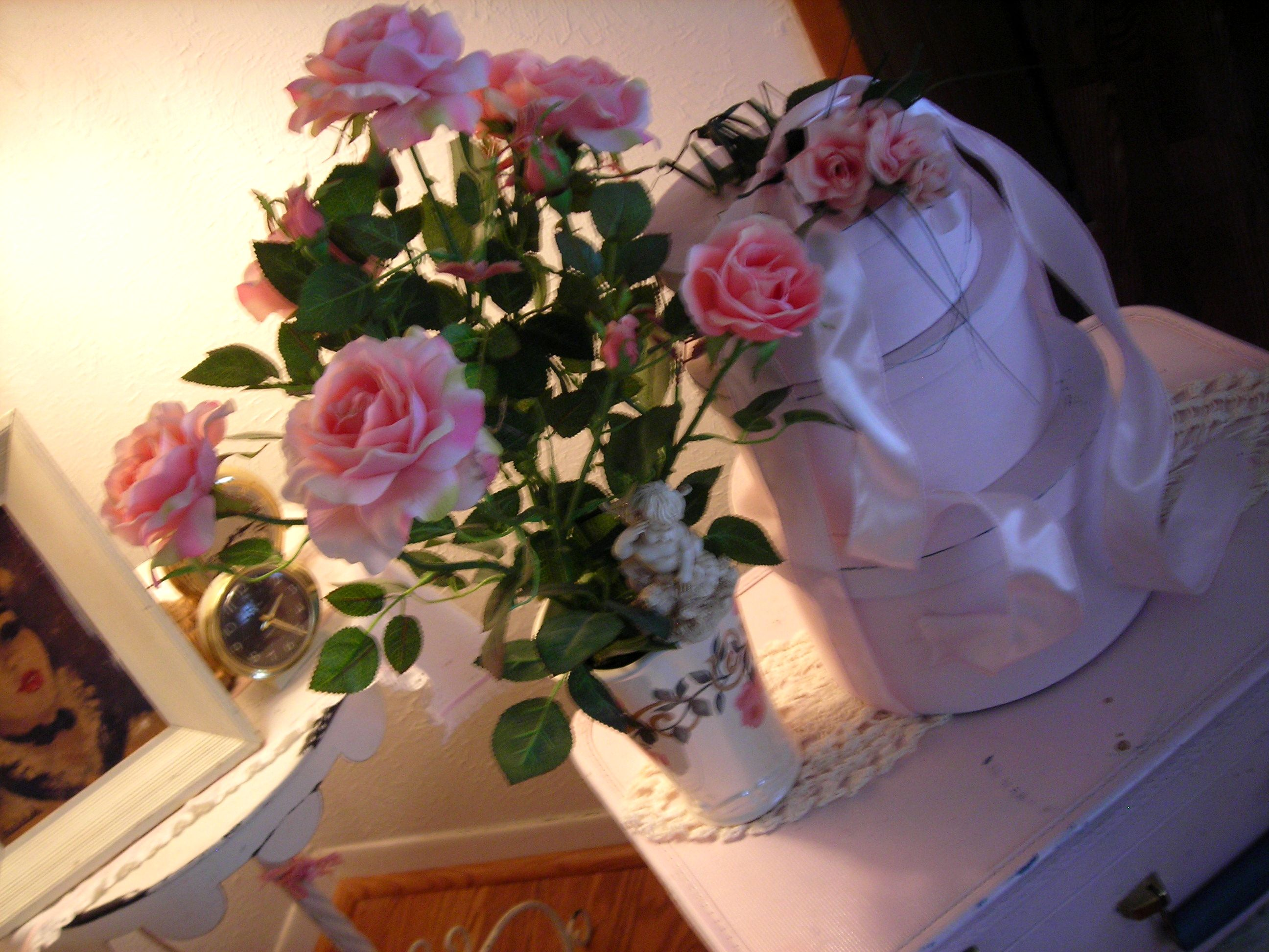 okay, i couldn't resist this rose vase with pink roses from the estate sale. very pretty!