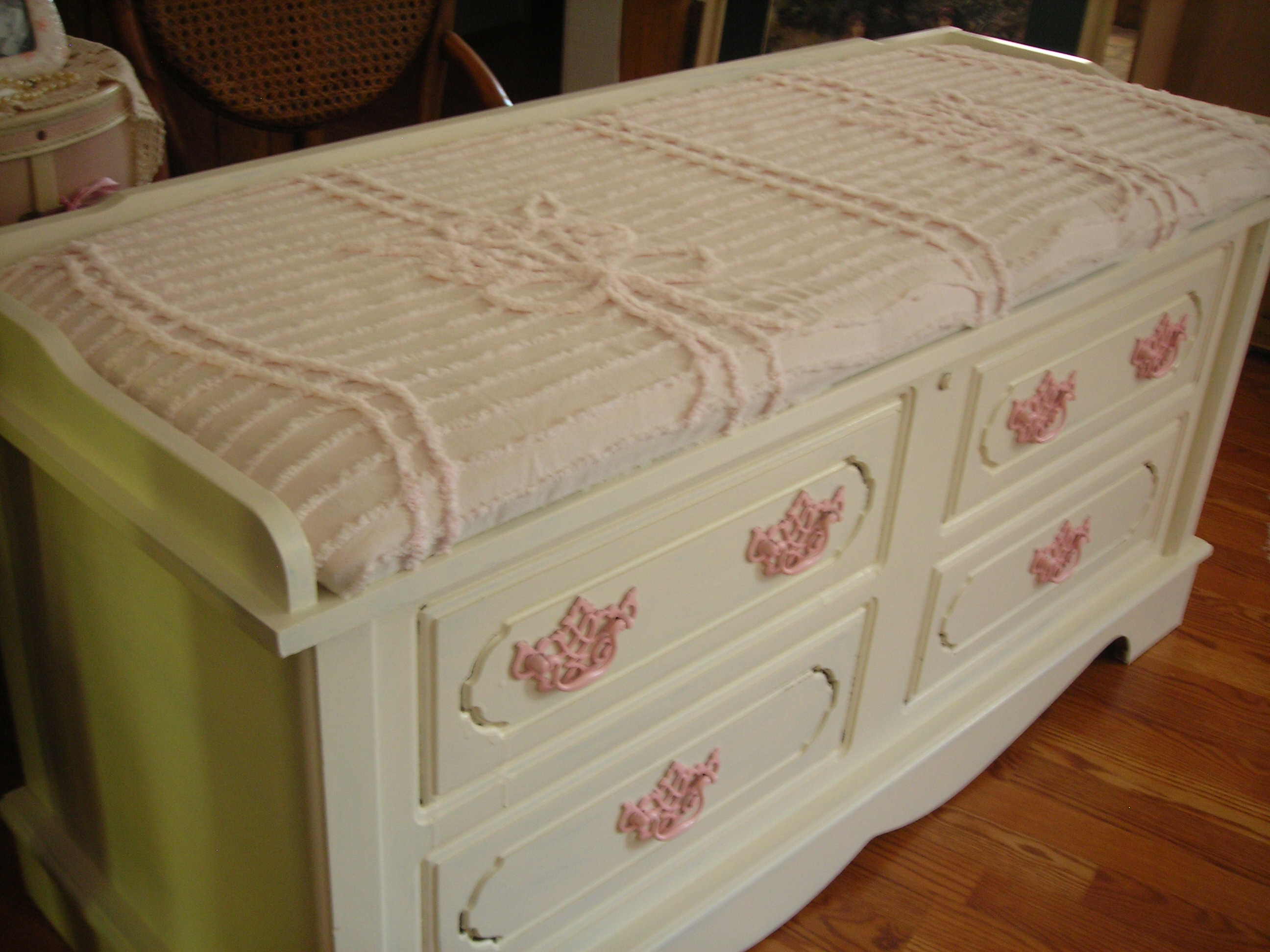 and for the seat, i recovered it with a yummy vintage pink chenille bedspread cutter.