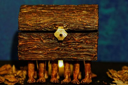 http://manit0.deviantart.com/art/the-Luggage-Sapient-pearwood-425054749