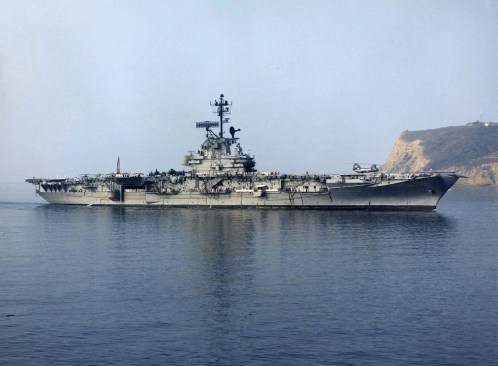 USS_Bon_Homme_Richard_(CVA-31)_off_Point_Loma_1968