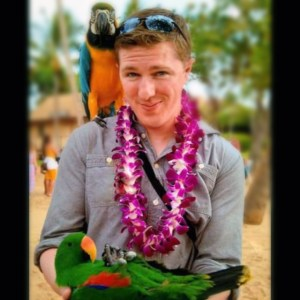 Blaine in Hawaii, parrot 2 color blurred background improved color