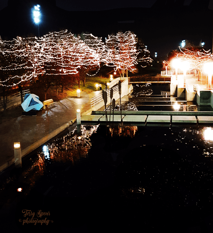 lights-along-the-water-omaha-900