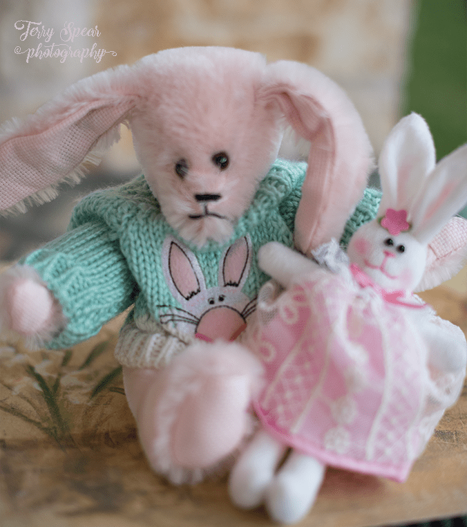easter-bunny-with-bunnie-900-007
