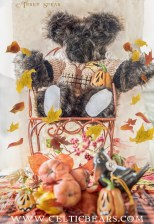 Brown bear spooky tree beige sweater with leaves 900 DSC_4118