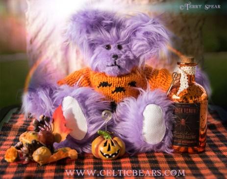 Light purple bear in Orange Halloween Sweater 900 DSC_4456