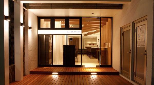 亀戸のフレンチ&ダイニングバーのアルブレーヴ の隠れ家的雰囲気のエントランス