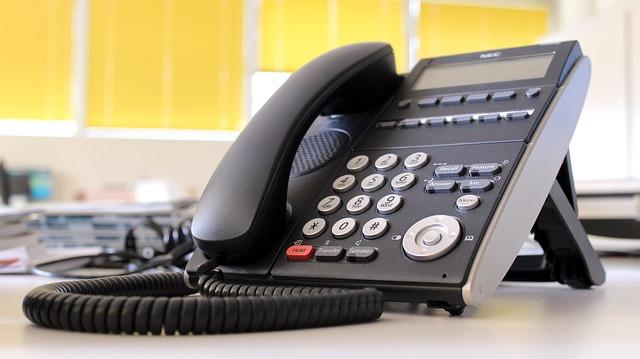 オフィスに固定電話って不可欠だったのに、もういらないとは!
