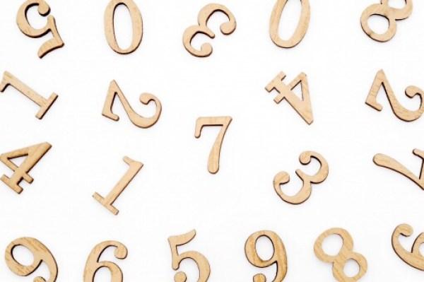 数字を文字として考えると、10つがなぜないのかが疑問に感じるはず
