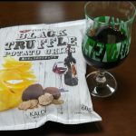 カルディーの黒トリュフポテトチップスはワインにぴったり!