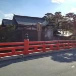 高山の赤の橋