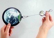 地球と月のリールキーホルダー付きパスケース