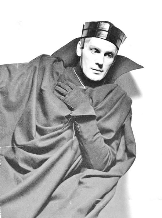 Gustaf Gründgens como Hamlet (1936). Foto de Naumann / Bundesarchiv .