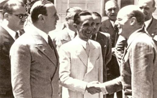 Gustaf Gründgens cumprimentado por Joseph Goebbels.