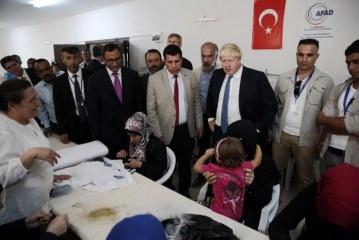 Boris Johnson viziton një kamp refugjatësh në juglindje të Turqisë